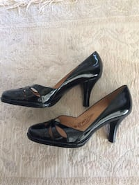 Pair of black leather pointed-toe pumps Alexandria, 22314