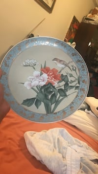 round white and blue floral ceramic plate New York, 11235