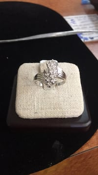 14KT WHITE GOLD DIAMOND CLUSTER RING (SIZE 8) Port Saint Lucie, 34984