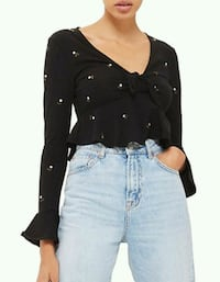 BNWT EMBROIDERED CROP TOP Toronto, M5B 2H5