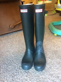 Hunter wellies, size 8 good condition little discoloration but hardly worn.  Renton, 98055