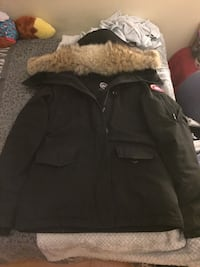 Canada goose women's jacket size small  Toronto, M3J