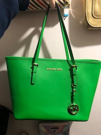 Green michael kors leather tote bag Port Coquitlam, V3C 6B2