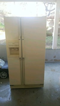 white side-by-side refrigerator with dispenser Springfield, 22150