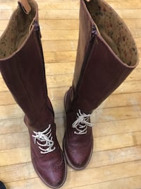 pair of brown leather cowboy boots Vancouver, V7X 1L3