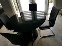 Dining table (expandable) with chairs Edmonton