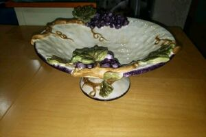 Grape inspired kitchen bowl stand