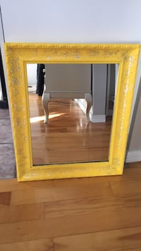 Yellow mirror Laval, H7L 5Y7