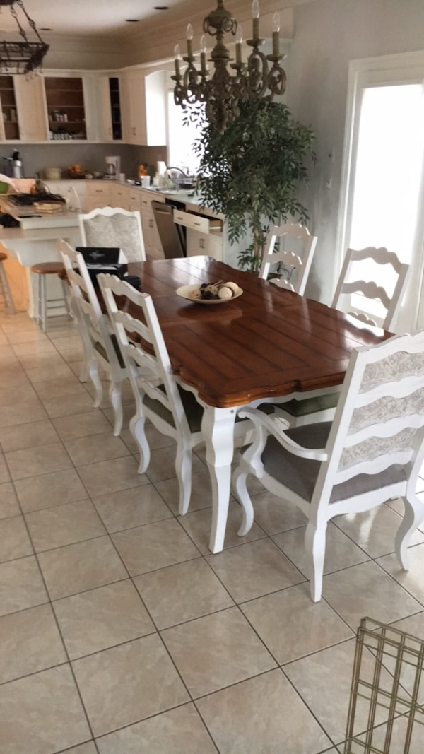 French Country Plank Top Antique White Dining Room Set Mint Condition