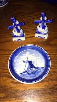 two blue and white ceramic plates San Diego, 92145