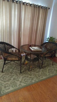 round glass top table with four chairs Pell City, 35125