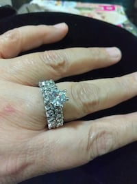 Woman's engagement ring set size 8 Los Angeles, 90044