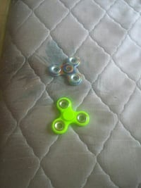 Two assorted fidget spinners Winnipeg, R2V 0W8