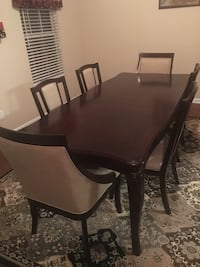 Dining table and padded chairs Nashville, 37027