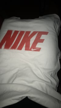 White and red nike shirt never war it Fayetteville, 28314