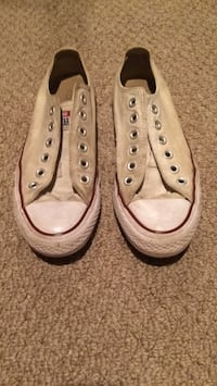 pair of white Converse low-top sneakers Shawnigan Lake, V0R