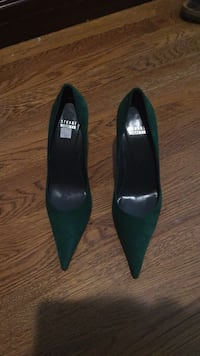 Size 9 Stuart Weitzman Hunter Green Pumps