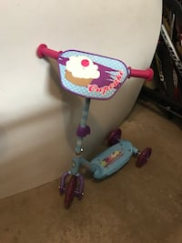 Toddler's purple and pink kick scooter Terrebonne, J6V 1L7