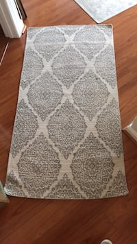 White and gray floral area rug Alexandria, 22311