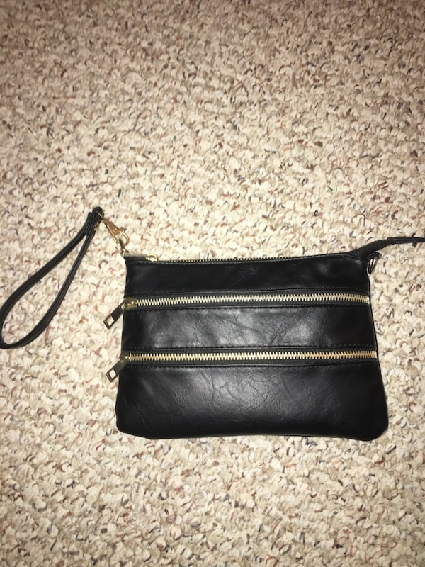 76393b3699b872 Used black leather wristlet for sale in Regina - letgo