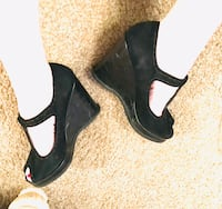 Linea Paolo Black T Strap Peep Toe Suede 4 1/4 inch High Wedge Shoes Size 9. Vienna, 22180