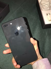 Black iPhone 8  plus with box 2219 mi