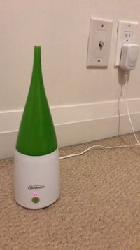 green and white plastic bottle 多伦多, M9B 0B1