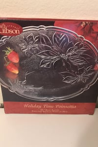 NEW IN BOX Gibson. holiday time poinsettia glass platter