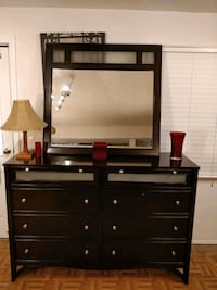Nice modern solid wood dresser/buffet/TV stand wit Annandale, 22003