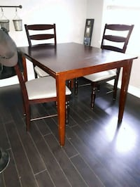 Solid wood table  St. Catharines, L2M 5N6