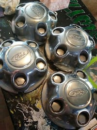 Ford center caps/wheel hubs