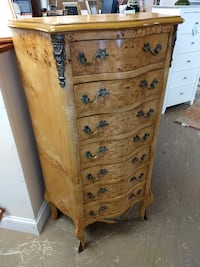 Dresser or Lingerie Chest / 7 (Seven) Drawers / Chest of Drawers 60081