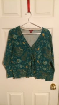 Ladies button up sweater Winnipeg, R2K 2K5