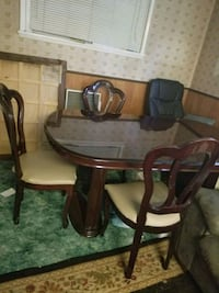 round brown wooden table with four chairs dining set Springfield, 22150