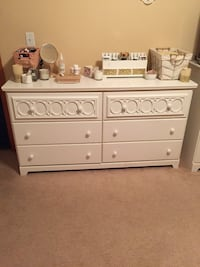 Kids/ teens chest and 5 drawer bureau and tv stand with drawers