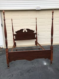 Solid Wood Queen/Full Size 4 Poster Bed Lots of Scratches  Manassas, 20112