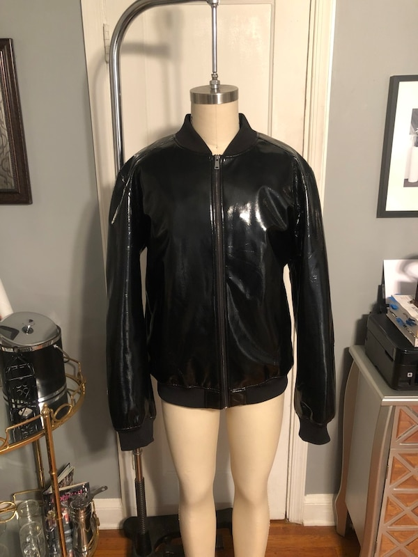 Men's Jared Lang paid $600 size XXL (fits like XL) Patent Leather Bomber jacket. Excellent condition never worn! Great jacket 2299c407-7f3f-4351-9e67-80caadd1ed69