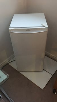 White whirlpool compact refrigerator Grimsby, L3M 5R2