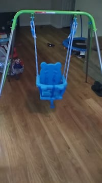 baby's blue and white swing chair 1200 mi