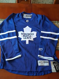 blue and white Toronto Maple Leafs jersey shirt