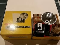 Vintage brownie flash camera original box Sterling, 20165