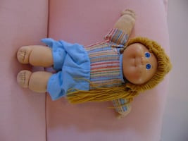 Vintage Cabbage Patch - blonde hair girl wearing shorts