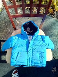 blue and white zip-up hoodie Chantilly, 20151