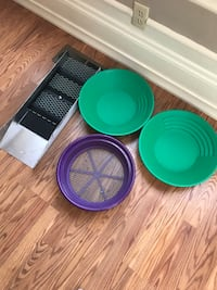 green and blue plastic containers Longview, 98632