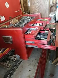 Snap on roll around tool cabinet