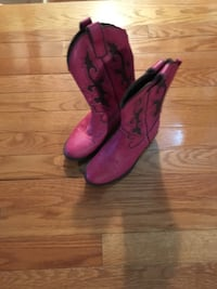 Pair of pink leather cowboy boots Markham, L6C