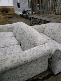 white and gray floral 3-seat sofa Altoona, 50009
