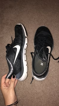 Pair of black nike running shoes Tallahassee, 32312