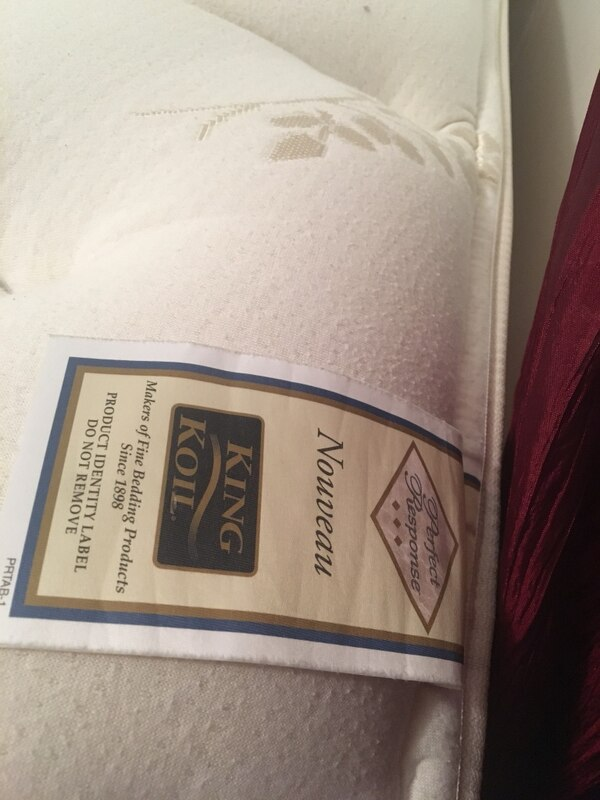 Like new king size pillow top mattress and boxsprings 8b15af43-09a1-4eee-80e1-803b8e085ff4