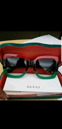 Gucci glasses with box new  Vancouver, V6C 1Z6